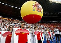GEPA-2906081365A - WIEN,AUSTRIA,29.JUN.08 - FUSSBALL - UEFA Europameisterschaft, EURO 2008, Deutschland vs Spanien, GER vs ESP, Finale. <br />Bild zeigt die Eroeffnungsfeier. Keywords: Eroeffnung, Spanien, Fahnen, Luftballon, Ballon.<br />Foto: GEPA pictures/ Guenter R. Artinger