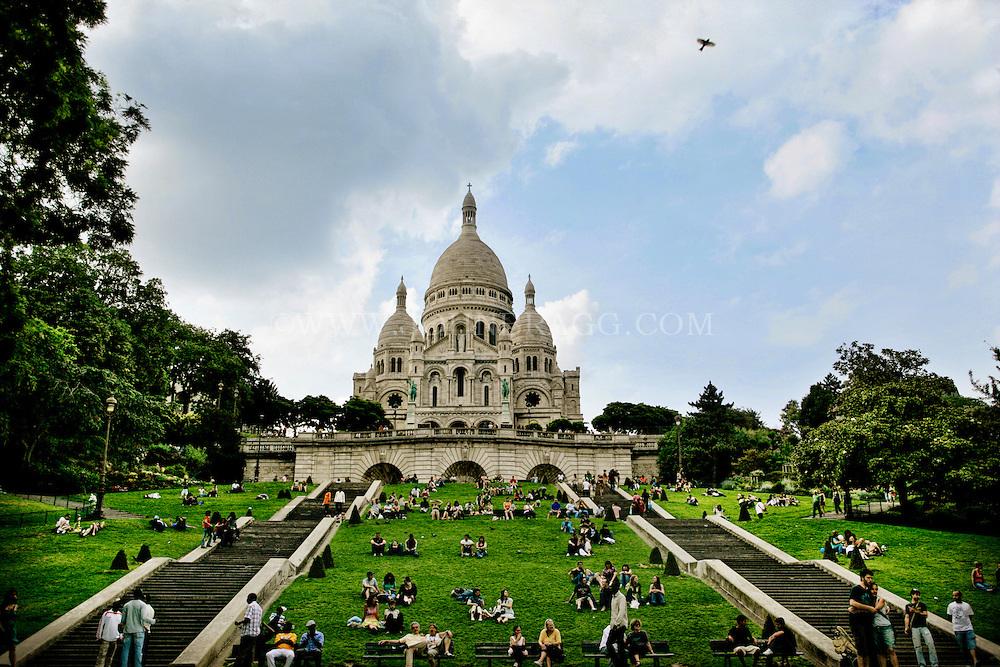 Sacré-Cœur Basilica (Sacred Heart of Jesus of Paris), Paris, France (Centered).