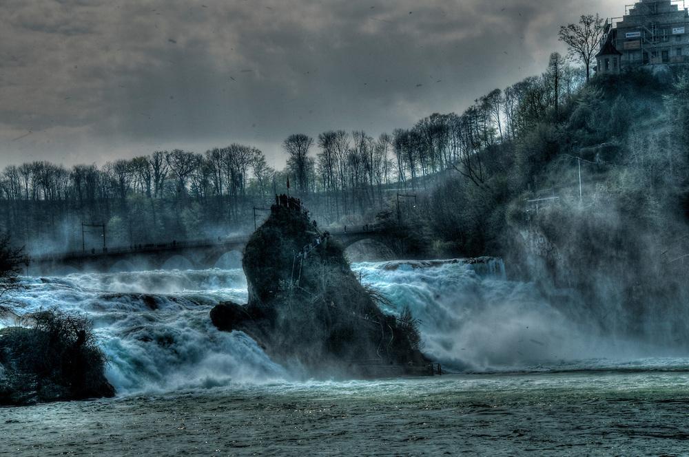 Center iland Rheinfällen waterfall