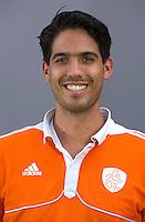 UTRECHT - Stefan Hoogewerff (Fysiotherapeut) .  Jong Oranje meisjes -21 voor EK 2014 in Belgie (Waterloo). COPYRIGHT KOEN SUYK