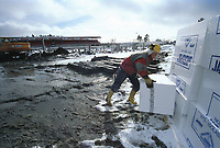 99040501: Åråsen stadion bygges om. Her jobber en svenske på det som blir en anleggsplass hele 99-sesongen. (Foto: Peter Tubaas)
