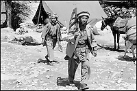 Pakistan, NWFP (North West Frontier Province), Frontiiere Afghane, Moudjahidin de retour du front. // Pakistan, NWFP, Afghan border, freedom fighter back from the war
