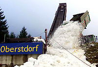 Hopp: 26.12.2001 Oberstdorf, Deutschland,<br />Im Oberstdorfer Schattenberg-Stadion (Archivfoto) startet am Freitag (28.12.2001) die diesjährige Vierschanzentournee der Skispringer.<br /><br />Foto: JAN PITMAN, Digitalsport