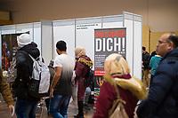 DEU, Deutschland, Germany, Berlin, 09.03.2020: Jobbörse für geflüchtete Menschen und ausländische Arbeitssuchende, Hotel Estrel Neukölln. Arbeitssuchende Geflüchtete haben sich angemeldet, um sich bei ausstellenden Arbeitgebern und Bildungsinitiativen über Berufsbilder und Ausbildungen zu informieren.
