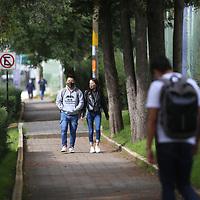 Toluca, México.- Con poco aforo presencial dio inicio al ciclo escolar 2021-2022 en los 52 espacios académicos de la Universidad Autónoma del Estado de México. Los más de 90 mil estudiantes tomarán clases bajo un formato mixto de enseñanza-aprendizaje, es decir, en modalidad virtual y presencial debido al Semáforo de Riesgo Epidemiodologico en color naranja por la pandemia de COVID-19. Agencia MVT / Ramsés Mercado.