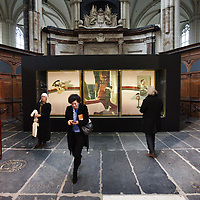 Nederlans. Amsterdam. 20 februari 2014.<br /> Presentatie van het beroemde In memory of George Dyer van kunstenaar Francis Bacon door Gijs van Tuyl in de Nieuwe Kerk.<br /> The famous triptych In memory of George Dyer by artist Francis Bacon in the Nieuwe Kerk in Amsterdam