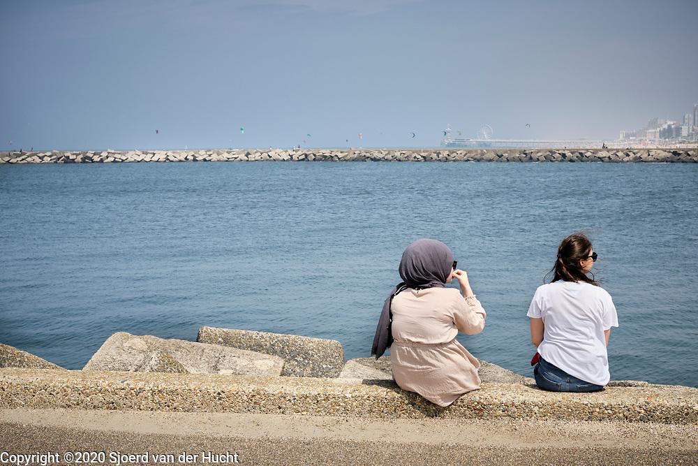 Havenhoofd tijdens zomerse dag   Pier during a summerday
