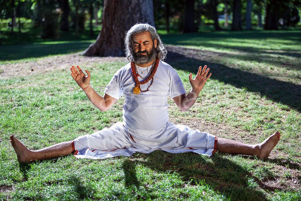 Swami Umesh Yogi in the retiro park during his visit in Madrid