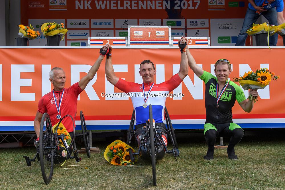 18-06-2017: Wielrennen: NK Paracycling: Montferland<br /> s-Heerenberg (NED) wielrennen Podium mannen H4-5/0, Tim de Vries, Johan Rekers en Roel Bruijn