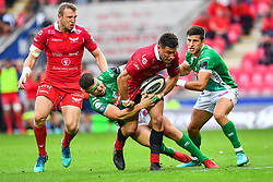 Kieron Fonotia of Scarlets is tackled by Luca Morisi of Benetton Treviso<br /> <br /> Photographer Craig Thomas/Replay Images<br /> <br /> Guinness PRO14 Round 3 - Scarlets v Benetton Treviso - Saturday 15th September 2018 - Parc Y Scarlets - Llanelli<br /> <br /> World Copyright © Replay Images . All rights reserved. info@replayimages.co.uk - http://replayimages.co.uk