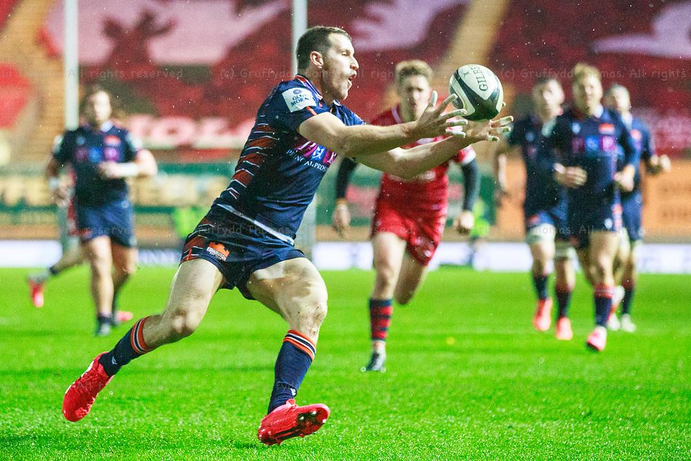 Llanelli, UK. 1 November, 2020.<br /> Edinburgh centre Mark Bennett in action in the Scarlets v Edinburgh PRO14 Rugby Match.<br /> Credit: Gruffydd Thomas/Alamy Live News