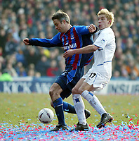 Photo: Scott Heavey<br />Crystal Palace V Leeds Utd. 16/02/03.<br />Kit Symons of Crystal Palace gets to grips with Leeds striker Alan Smith during this FA cup 5th round clash.
