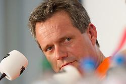 05-09-2013 VOLLEYBAL: EK VROUWEN PERS CONFERENTIE: HALLE<br /> v.l.n.r.: Gido Vermeulen (Trainer / Coach Niederlande)<br /> ***NETHERLANDS ONLY***<br /> ©2013-FotoHoogendoorn.nl
