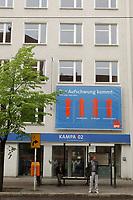 02 MAY 2002, BERLIN/GERMANY:<br /> Aussenansicht der Kampa02, der Wahlkampfzentrale der SPD fuer die Bundestagswahl 2002, Oranienburger Strasse 67/68, Berlin-Mitte<br /> IMAGE: 20020502-01-001<br /> KEYWORDS: Kampa 02, Logo, Haus, house, Schriftzug