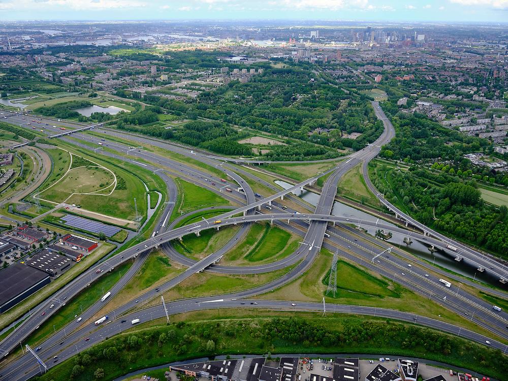 Nederland, Zuid-Holland, Rotterdam, 14-05-2020; IJsselmonde, Charlois. Vaanplein. Kruising A 29 met A15 (diagonaal van l-r),windmolenknooppunt. Rotterdam skyline in het verschiet.<br /> Traffic junction Vaanplein.<br /> <br /> luchtfoto (toeslag op standard tarieven);<br /> aerial photo (additional fee required);<br /> copyright foto/photo Siebe Swart