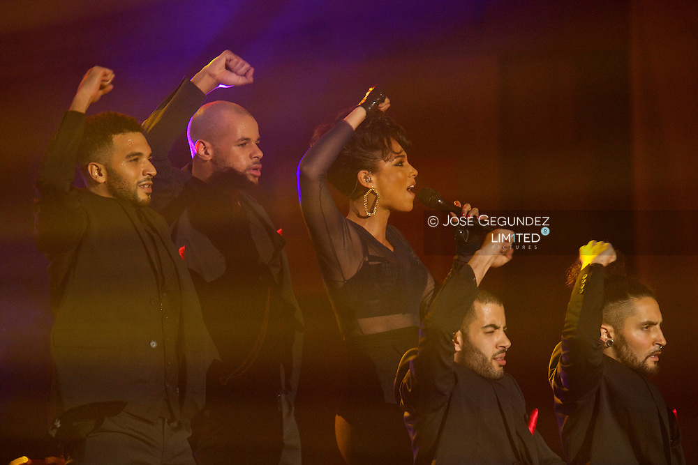 Alicia Keys performs on stage during '40 Principales Awards' 2012 at the Palacio de Deportes on 24 January, 2013 in Madrid, Spain.