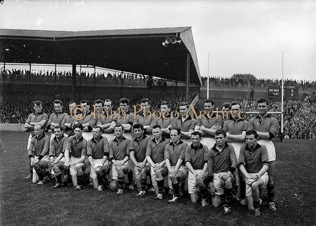 The Down team before the All Ireland Senior Gaelic Football Final Kerry v Down in Croke Park on the 22nd September 1960. Down 2-10 Kerry 0-8.<br /> Back row (from left) James McCartan, John McAuley, Joe Lennon, Jarleth Carey, P J McElroy, Eamonn Lundy, Leo Murphy, Dan McCartan, Sean O'Neill, Kevin O'Neill, Pat Rice, Eddie Burns, Pat Fitzsimons, Kieran Denvir. <br /> Front Row (from left) John Haughian, Eddie McKay, Patsy O'Hagan, Paddy Doherty, Kevin Mussen, George Lavery, Tony Hadden, Brian Morgan, Seamus Kennedy, Eamonn Clements, James Fitzpatrick.