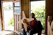 Sanford Williams woodcarver, Friendly Cove, Nootka, Vancouver Island, British Columbia, Canada