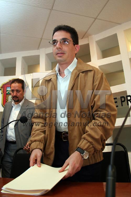 Toluca, Mex.- Alberto Bazbaz Sacal, procurador de justicia en la entidad, en conferencia de prensa, señaló que se fortalecerá la unidad especial anitsecuestros. Agencia MVT / Etna Aguilar. (DIGITAL)<br /> <br /> <br /> <br /> NO ARCHIVAR - NO ARCHIVE