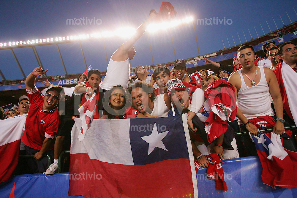 Fussball International U 20 WM  Chile vs Kongo Chilenische Fans feiern den 3:0 Sieg ihrer Mannschaft.