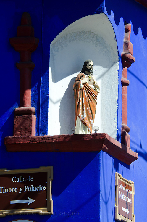 A statue of Christ in a small niche at the corner of two streets in Oaxaca, Mexico.