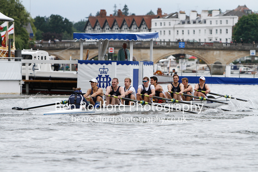 Race: 52 - Event: THAMES - Berks: 37 CANTABRIGIAN R.C. - Bucks: 77 THE TIDEWAY SCULLERS' SCHOOL<br /> <br /> Henley Royal Regatta 2017<br /> <br /> To purchase this photo, or to see pricing information for Prints and Downloads, click the blue 'Add to Cart' button at the top-right of the page.
