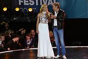 MUSIK: Das große Sommer Hitfestival in Timmendorf, Timmendorfer Strand, 24.08.2017<br /> Moderatorin Michelle Hunziker und Peter Kraus<br /> © Torsten Helmke
