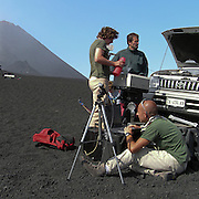 Vulcanologi prelevano campioni d'aria per monitorare l'attività dell'Etna...Volcanologists taking air samples to check the Etna's activity.