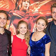 NLD/Amsterdam/20151116 - Filmpremiere The Hunger Games: Mokingjay-part 2, Pip Pellens en partner Pim Wessels, zus Dees en partner
