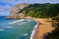 Espagne, Pays basque espagnol, Biscaye, région de Gernika-Lumo, Réserve de biosphère d'Urdaibai, Ibarrangelu, plage de Laga et le cap d'Ogono (279 m) en arrière plan // Spain, Spanish Basque Country, Biscay, Gernika-Lumo region, Urdaibai Biosphere Reserve, Ibarrangelu, Laga beach and Cap d'Ogono (279 m) in the background