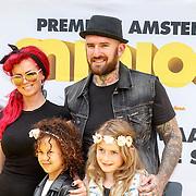NLD/Amsterdam/20150628 - Premiere Minions, Ben Saunders, partner Janita en kinderen