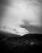 The farmhouse at Achmore Farm next to Loch Assynt, with the mountains of the Quinag looming behind.
