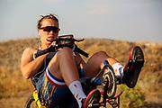 Atlete Rosa Bas is zich aan het opwarmen. Op zondagavond vindt de eerste race plaats. Het Human Power Team Delft en Amsterdam, dat bestaat uit studenten van de TU Delft en de VU Amsterdam, is in Amerika om tijdens de World Human Powered Speed Challenge in Nevada een poging te doen het wereldrecord snelfietsen voor vrouwen te verbreken met de VeloX 9, een gestroomlijnde ligfiets. Het record is met 121,81 km/h sinds 2010 in handen van de Francaise Barbara Buatois. De Canadees Todd Reichert is de snelste man met 144,17 km/h sinds 2016.<br /> <br /> With the VeloX 9, a special recumbent bike, the Human Power Team Delft and Amsterdam, consisting of students of the TU Delft and the VU Amsterdam, wants to set a new woman's world record cycling in September at the World Human Powered Speed Challenge in Nevada. The current speed record is 121,81 km/h, set in 2010 by Barbara Buatois. The fastest man is Todd Reichert with 144,17 km/h.