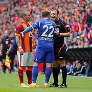 Referee's Tolga Ozkalfa (R) and Galatasaray's Wesley Sneijder (L) during their Turkish Super League soccer match Galatasaray between Kardemir Karabukspor at the AliSamiYen Spor Kompleksi TT Arena at Seyrantepe in Istanbul Turkey on Sunday, 05 April 2015. Photo by Aykut AKICI/TURKPIX