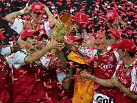 Fotball<br /> Tyskland<br /> Foto: Witters/Digitalsport<br /> NORWAY ONLY<br /> <br /> v.l. Michael BALLACK , Torsten FRINGS , Oliver KAHN , LUCIO , Roy MAKAAY mit DFB-Pokal<br /> <br /> DFB-Pokal Finale Berlin FC Schalke 04 - FC Bayern München 28.05.2005