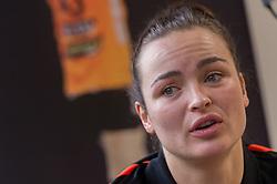 20-03-2016 FRA: Women's Olympic Qualification Tournament Pressmoment Netherlands, Metz<br /> Persmoment met het Nederlands team / Yvette Broch #13