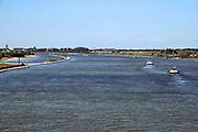 Nederland, Tiel, Wamel, 21-8-2020 In de Waal zijn bij Tiel de strekdammen, kribben, weggehaald en vervangen door een dam, langsdam, die paralel loopt met de oever. Het is misschien een manier om het water tijdens zowel hoogwater als laagwater bij droogte beter te beheersen. Foto: ANP/ Hollandse Hoogte/ Flip Franssen