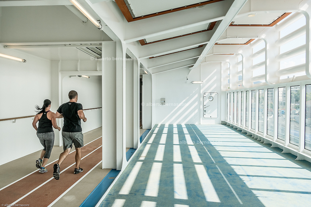 Royal Caribbean, Harmony of the Seas, TheFitness Centeroffers vacationers a plentiful and varied selection of exercise machines including the latest cardio and resistance equipment for working out alone or for joining one of the several classes, such as spinning, kickboxing, Pilates and yoga and a 4and a half kilometers running slope