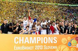 22-09-2013 BASKETBAL: EK FINALE FRANKRIJK - LITOUWEN: LJUBLJANA<br /> Team of France celebrate as European Champions 2013 at trophy ceremony after they won during basketball match between National teams of France and Lithuania<br /> ***NETHERLANDS ONLY***<br /> ©2012-FotoHoogendoorn.nl