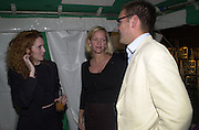 Rebekah Wade, Elizabeth Murdoch and James Murdoch. Yoo party. Hall Rd. London NW8. 28 September 2000. © Copyright Photograph by Dafydd Jones 66 Stockwell Park Rd. London SW9 0DA Tel 020 7733 0108 www.dafjones.com