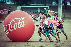 Crianças participam da recreação durante a Copa Coca-Cola 2013. FOTO: Jefferson Bernardes/ Agência Preview.com