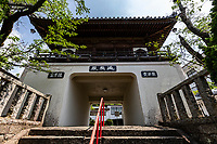 Jurakuji Temple Gate - Like nearby Anrakuji, Jurakuji has a Chinese style gate in front and has apilgrim guest house temple accommodations. Believed to be founded byKobo Daishi himself, who gave the temple its name. The name Jurakuji refers to the 10 joys to be had in paradise. The current main hall dates back to theMeiji Period, the previous ones having been burned to the ground by fire.There are many statues throughout the grounds, notably a statue of Jizo Bosatsu that people pray to for relief from eye problems.