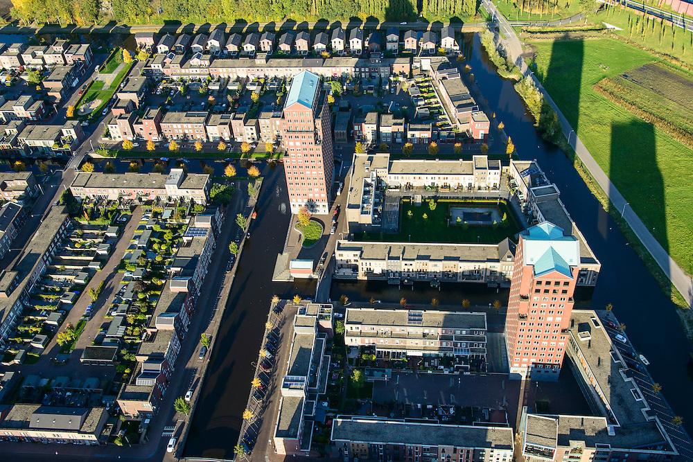 Nederland, Utrecht, Amersfoort, 24-10-2013; de wijk Vathorst, deelplan De Laak. Het stedenbouwkundig plan (van de stedebouwkundigen West8 met Adriaan Geuze ) . Grachtenstad. De nieuwe wijk grenst aan de polders tussen Bunschoten-Spakenburg en Nijkerk .<br /> New housing district Vathorst in Amersfoort, the urban plan of this Canal City, is based on canals with canal house-style houses. Developed by the urban development agency West8, Adriaan Geuze.<br /> luchtfoto (toeslag op standaard tarieven);<br /> aerial photo (additional fee required);<br /> copyright foto/photo Siebe Swart.
