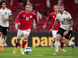Christian Eriksen (Danmark) følges af Toby Alderweireld (Belgien) under UEFA Nations League kampen mellem Danmark og Belgien den 5. september 2020 i Parken, København (Foto: Claus Birch).