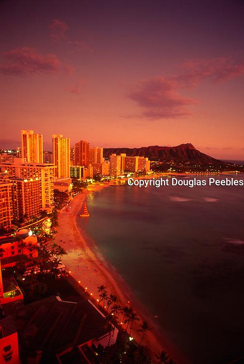 Twilight, Waikiki Beach, Oahu, Hawaii<br />