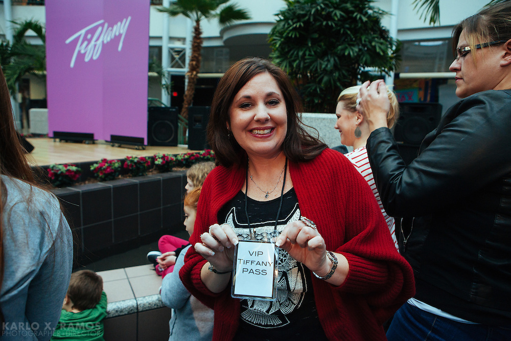 Fans gather in anticipation for Tiffanys show at Vista Ridge Mall <br /> Lewisville TX