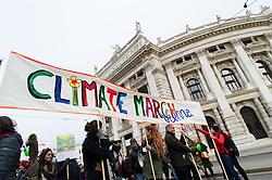 """29.11.2015, Innere Stadt, Wien, AUT, Globaler Marsch """"System Change, not Climate Change!"""" anlässlich des ab morgen stattfindenden Klimagipfel """"COP21"""" in Paris. im Bild Demonstranten vor Burgtheater // demonstrators in front of Burgtheater during global climate march in austria according climate summit in paris in the inner city in Vienna, Austria on 2015/11/29 EXPA Pictures © 2015, PhotoCredit: EXPA/ Michael Gruber"""