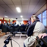 Nederland, Amsterdam , 11 april 2013.<br /> tweede bewonersavond van het Huygens College omtrent overlast voor de buurt door scholieren.<br /> Na afloop werd er nog tussen bewoners, wijkagent  en mensen van de school van gedachte gewisseld.<br /> Foto:Jean-Pierre Jans