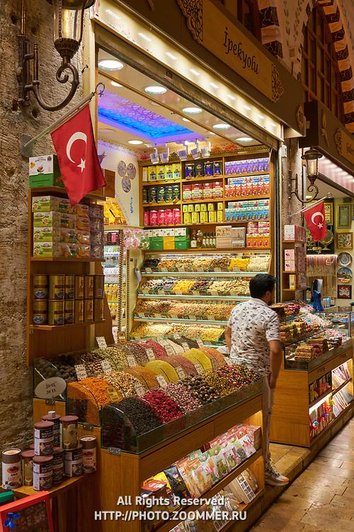 Spice shop in Egyptian market, Istanbul, Turkey