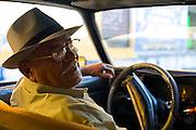 Merida_VEN, Venezuela...Taxista dirigindo em Merida, Venezuela...Taxi driver driving in Merida, Venezuela...Foto: JOAO MARCOS ROSA / NITRO